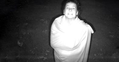 Sörvayvır Nisa'nın herkes uyurken kamera karşısında yaptığı mimikler herkesi güldürdü