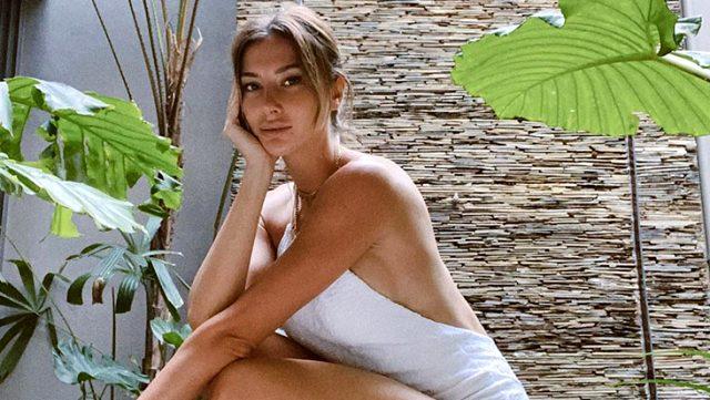 Çeşme'de İtalyan sevgilisiyle tatil yapan Şeyma'nın, bikinisi kadar pozu da dikkat çekti