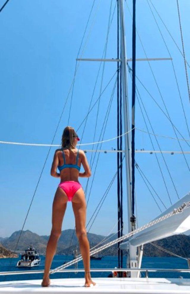 Şeyma Subaşı tatil yaptığı tekneden bikinili pozlarını paylaştı