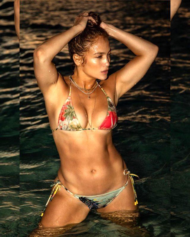 51 yaşındaki Jennifer Lopez'den gençlere taş çıkartan bikinili poz