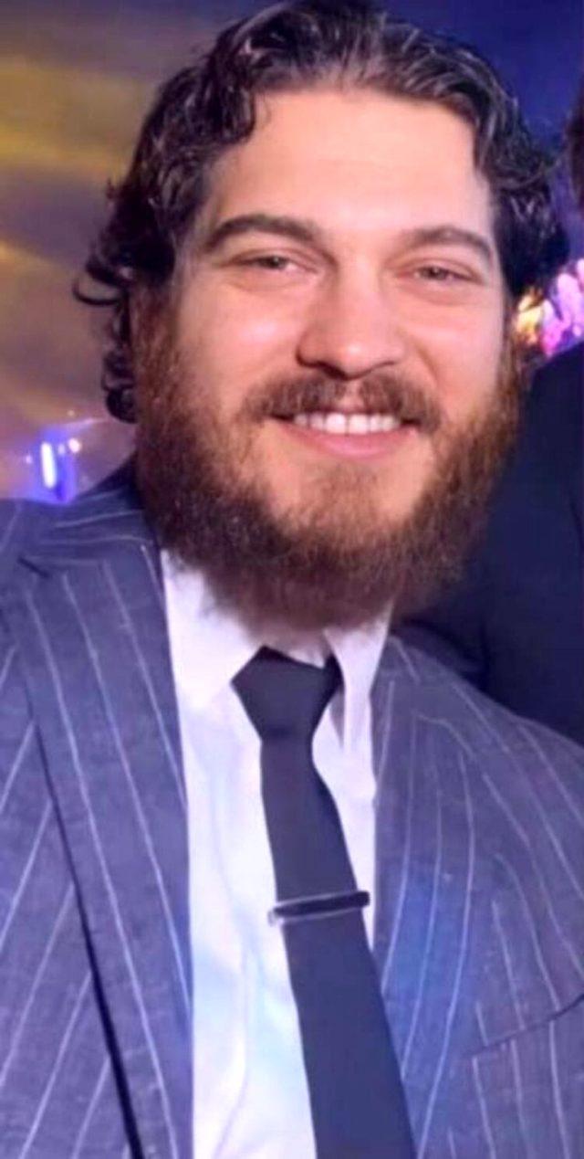 Aldığı kilolarla konuşulan oyuncu Çağatay Ulusoy, bu sefer de bıyık bıraktı