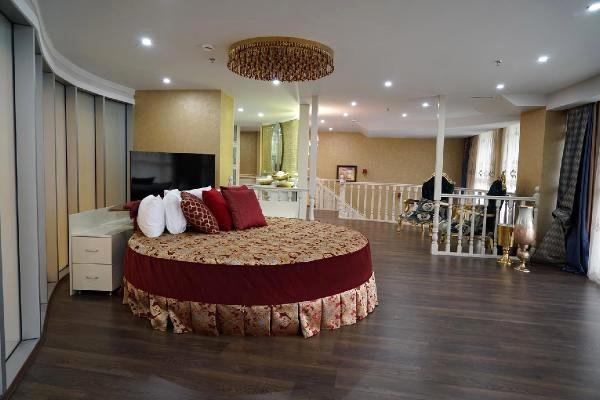 Deniz Seki, 15 bin dolarlık 'kral dairesi'nde kalacak