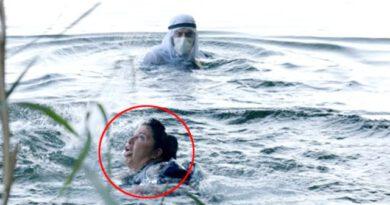 Gerçek gibi rol! Turist, boğulma taklidi yapan Aslı Omağ'ı kurtarmak için suya atladı