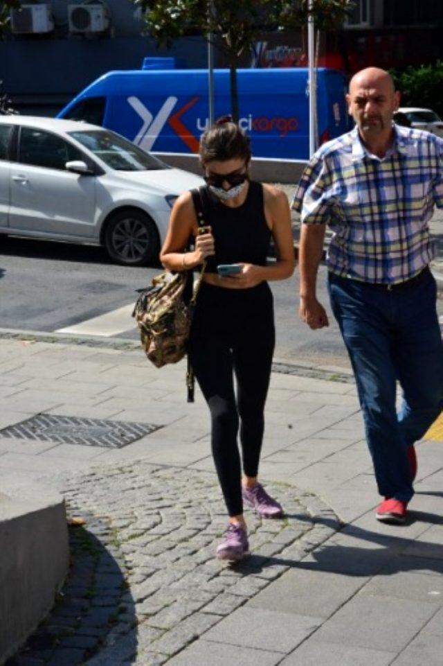 Hande Erçel, rol arkadaşı Kerem Bürsin'le aşk yaşadığı iddialarına kaçamak yanıt verdi