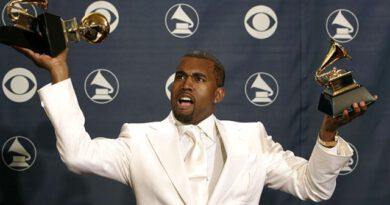 Kanye West, Grammy ödülünün üzerine tuvaletini yaptı