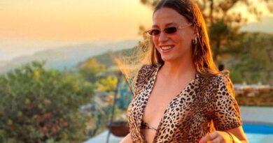 Serenay Sarıkaya'nın Instagram'dan paylaştığı deniz pozlarına beğeni yağdı