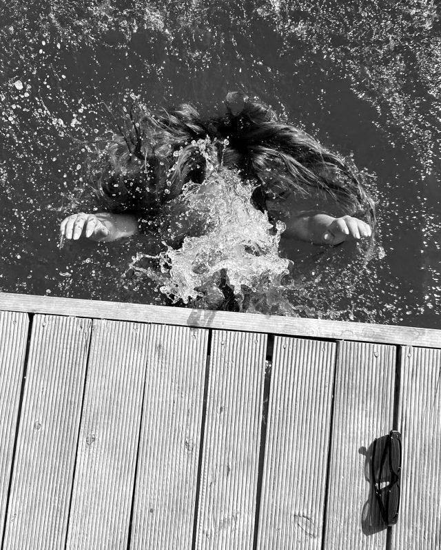 Serenay Sarıkaya'nın Instagram'dan paylaştığı deniz pozlarına beğeni yağdı Magazin Sörvayvır 2020