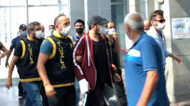 Son Dakika: Yaşlı komşusuna saldıran ünlü şarkıcı Halil Sezai, tutuklama istemiyle mahkemeye sevk edildi.