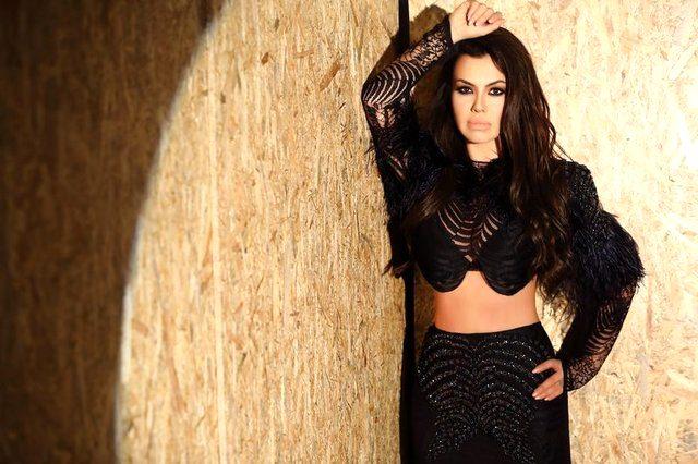 Ünlü şarkıcı Lara'nın evinde çıkan yangında eşyaları küle döndü