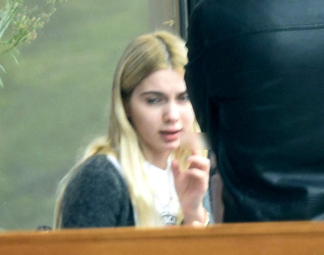 20 yaşındaki Aleyna Tilki, ilk kez sigara içerken görüntülendi Magazin Sörvayvır 2020