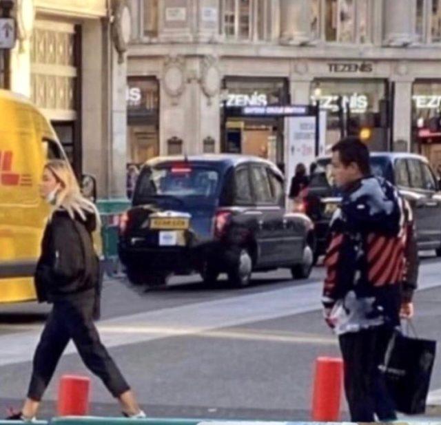 Acun Ilıcalı, kendisinden 30 yaş küçük sevgilisiyle Londra'da görüntülendi Magazin Sörvayvır 2020