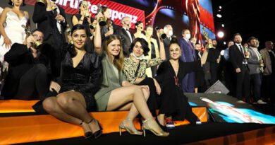 """Altın Portakal'ın kazananları belli oldu! 5 ödül alan """"Hayaletler"""" geceye damgasını vurdu"""
