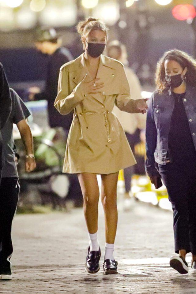 Dünyaca ünlü model Bella Hadid, kıyafetiyle olay oldu