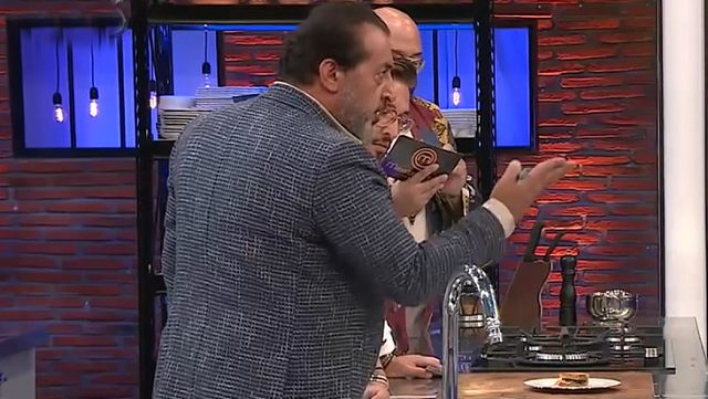 MasterChef'te büyük gerginlik! Mehmet Şef, yemeğini tadıma çıkarmayan Barbaros'u azarladı Magazin Sörvayvır 2020