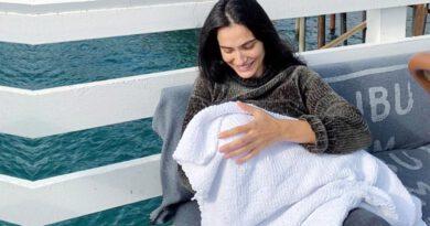 Saadet Işıl Aksoy, bebeğinin yüzünü neden göstermediğini açıkladı: Sapıklar varken paylaşmam