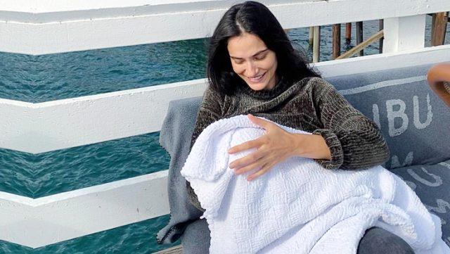 Saadet Işıl Aksoy, bebeğinin yüzünü neden göstermediğini açıkladı: Sapıklar varken paylaşmam Magazin Sörvayvır 2020