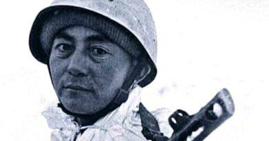 Serdar Ortaç eski bir Sovyet askerine benzerliğiyle viral oldu