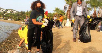 Sertap Erener, Bodrum'da çöp toplayıp isyan etti: Utanıyorum insan olmaktan