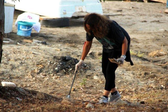 Sertap Erener, Bodrum'da çöp toplayıp isyan etti: Utanıyorum insan olmaktan Magazin Sörvayvır 2020