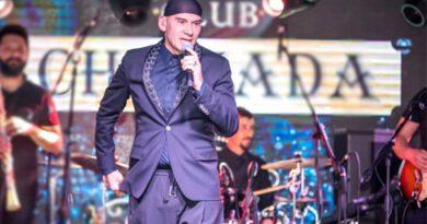 Ünlü şarkıcı Altay, koronavirüse yakalandı