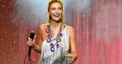 Ünlü şarkıcı Sıla'nın bikinili tekne pozuna yorum ve beğeni yağıyor