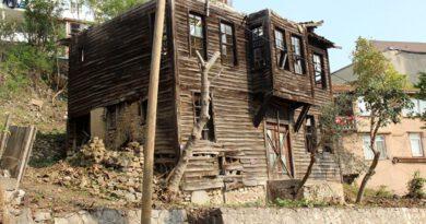 Yeşilçam'ın efsanesi Hulusi Kentmen'in çocukluğunun geçtiği ev, gün yüzüne çıkartılıyor