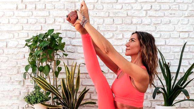 Yoga eğitmenliği yapan Zeynep Tokuş, yaptığı karın hareketiyle ağızları açık bıraktı