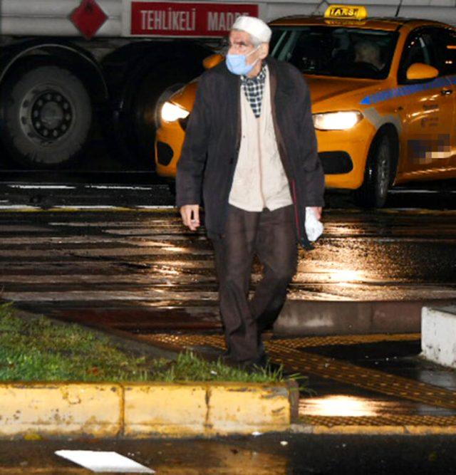 Çılgın Bediş dizisinin Kapıcı Abdül'ü Abdülhamit Danışır, trafikte kitap satarken görüntülendi Magazin Sörvayvır 2020