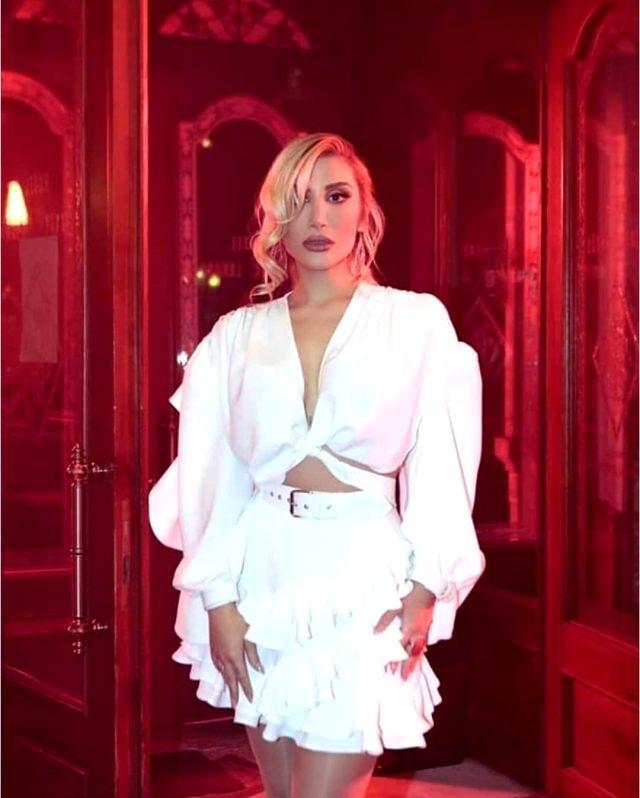 İrem Derici, yeni şarkısı Senin Hastan için Brezilyalı modelle sarmaş dolaş klip çekti Magazin Sörvayvır 2020
