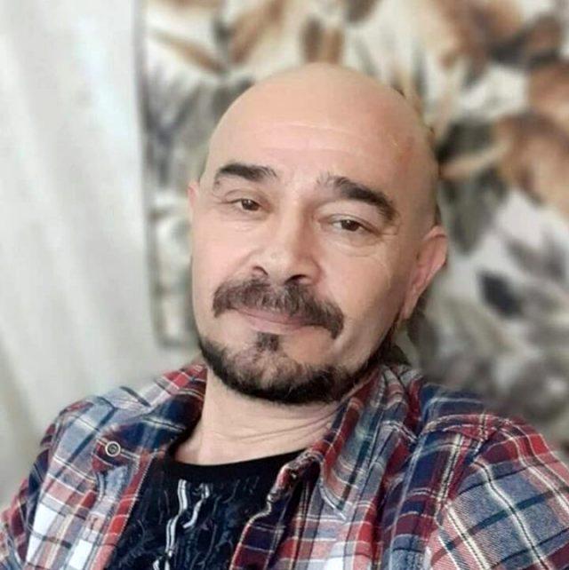 Oyuncu Burak Deniz'i babası hayatını kaybetti Magazin Sörvayvır 2020