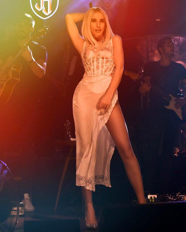 Şarkıcı Gülşen bikini üstüyle ayna pozu paylaştı, beğeniler yağmur oldu yağdı Magazin Sörvayvır 2020
