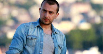 """Ünlü oyuncu Ali Atay, bir süredir ara verdiği ekranlara """"Son Yaz"""" dizisiyle geri dönüyor"""
