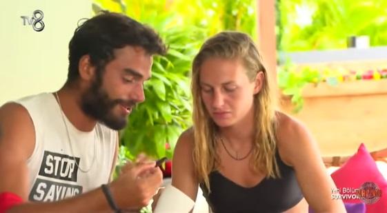 Survivor'da Türk ve Yunan Yarışmacı Arasında Aşk Bombası Patladı! Sörvayvır 2019