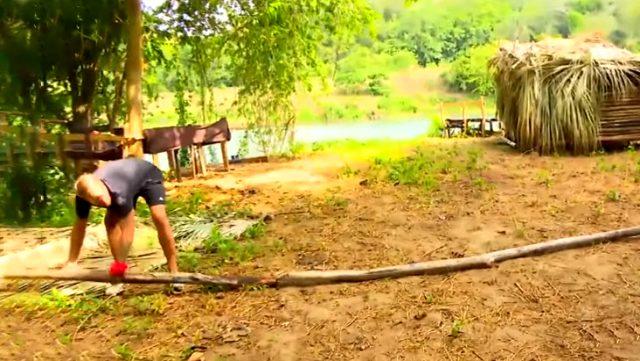 Sörvayvır'da Ünlüler ve Gönüllüler takımının kampları birleşti! Yunus Emre, odunlarla kendi sınırını çizdi Sörvayvır 2020