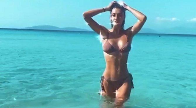 Şeyma Subaşı bikinisini giydi, denize girdi Magazin