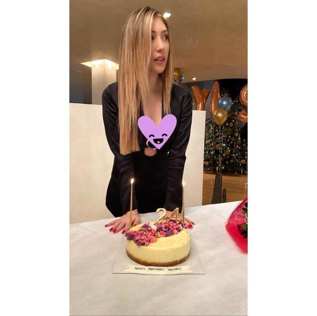 Yasmin Erbil, göğüs dekolteli pozunu takipçileriyle paylaştı Magazin Sörvayvır 2020